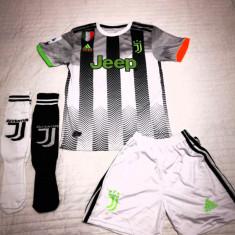 Compleu Echipament si jambiere pt. copii Juventus RONALDO model 2019-2020