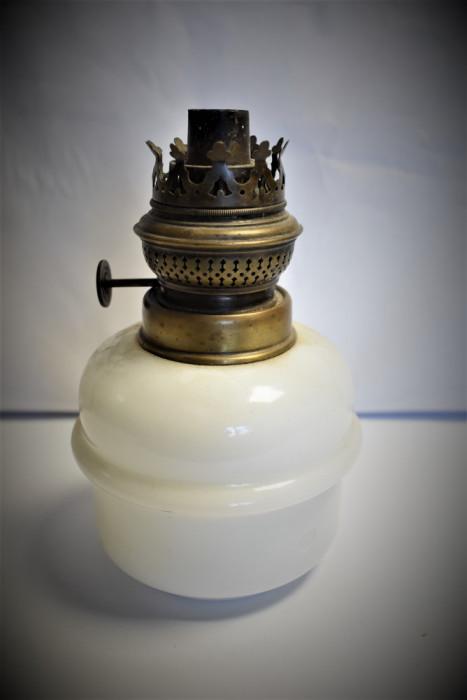 Bazin si mecanism pentru lampa cu petrol / gaz - alama si sticla opalina
