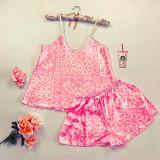 Cumpara ieftin Pijama dama ieftina primavara-vara roz din satin lucios cu imprimeu floral