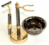 Set vechi pentru barbierit cu suport pentru aparat si papatuf