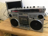 RADIO CASETOFON TOSHIBA BOMBEAT 12 QUARTZ MQJS MODEL RT-8440S FM/MW/SW1/SW2