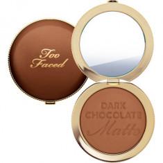 Pudra bronzanta mata Too Faced Dark Chocolate Soleil Matte Bronzer