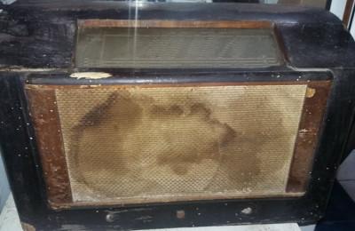 Aparat de radio Antic PHILIPS,Aparat radio defect/incomplet,de colectie,T.GRATUI foto
