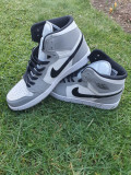 Nike Jordan 1 Mid Noi Mărime 45, Gri
