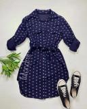 Cumpara ieftin Rochie ieftina casual stil camasa bleumarin cu puncte mari si cordon in talie