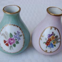 Impresionante doua vaze din portelan german pictate manual, perioada interbelica