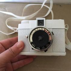 Aparat foto Lomo Diana Mini pe film 35mm