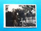 POZA VECHE Motociclist pe motoreta × sub anii'30 format mic