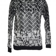 Pulover trendy, nuanta de negru-gri, cu design modern abstract
