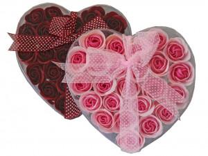 Set cadou 2 cutii inima cu trandafiri rosu si roz
