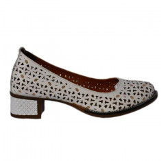 Pantofi cu toc mediu-jos, de culoare alb, din piele naturala,cu perforati