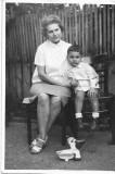 Copil cu jucarie Romania comunista