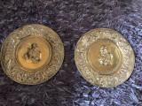 Pereche de panoplii,farfurii englezesti,alama in basorelief
