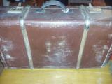 geamantan tip valiza veche perioada Ceausista,valiza cu intaritura lemn,T.GRATUI