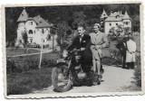Fotografie motocicleta numere romanesti atelier Vasile Sangeorz Bai poza veche