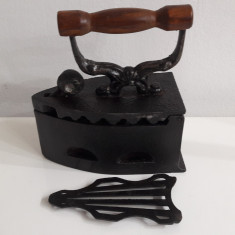 fier de calcat vechi cu suport