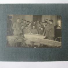 Fotografie pe carton 161 x 117 mm cu militari romani din anii 20