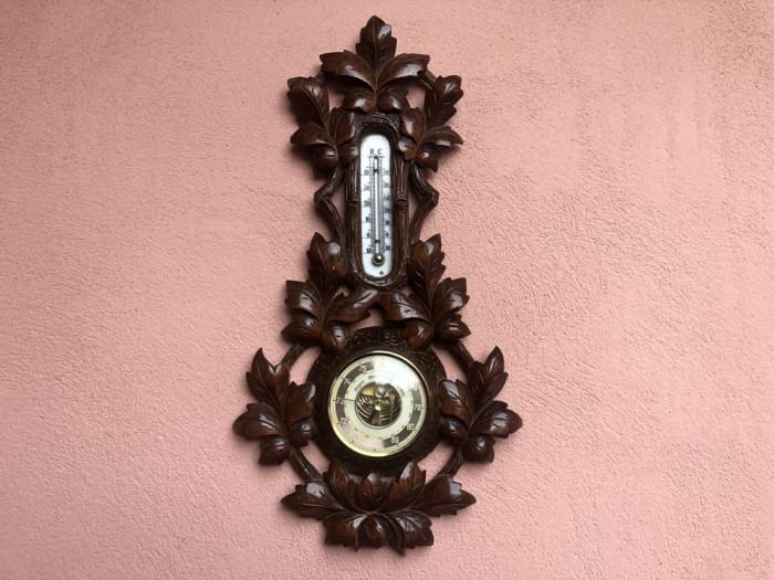 Barometru cu termometru ,vechi german,din lemn sculptat