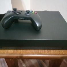 Vând Xbox one x 1 TB în garanție 2 ani luat in iulie