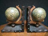 Elegante suporturi antice pentru cărți model glob
