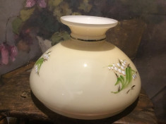Vechi abajur pictat model tip opalina cu diametrul de prindere de 23,2 cm ! foto