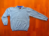 Bluza Tommy Hilfiger.  Marime L: 48 cm bust, 57 cm lungime, 52 cm maneca etc.