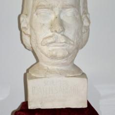 Ioan Sarghie sculptor Campulung Moldovenesc, bust in ipsos de Spiridon Georgescu, Europa