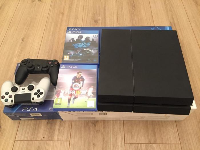 Consolă PS4 Jet Black 500 Gb cu 2 controllere si 2 jocuri