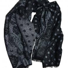 Esarfa groasa de iarna de culoare neagra cu imprimeu argintiu