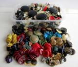 MEGA LOT de 1400 nasturi vechi de colectie anii 40-70, obiecte artizanat