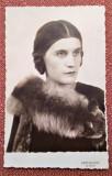 Femeie cu guler de vulpe - Fotografie carte postala datata 1935, Ramnicu Sarat, Alb-Negru, Portrete, Romania 1900 - 1950