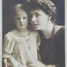 A.S.R. PRINCIPESA MARIA cu PRINTESA ILEANA ' IN ROCHITA SI CRUCIFIX ' , FOTOGRAFIE TIP CARTE POSTALA , COLECTIA MANDY , CIRCULATA , 1915