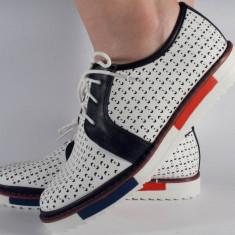Pantofi perforati albi (cod 028468)