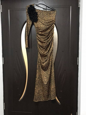 Rochie de ocazie, leopard, lunga, pe umar foto