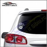 Minion Volkswagen Model 1-Stickere Auto-Cod:VIS-023-Dim.  15 cm. x 13.2 cm.