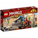 LEGO Ninjago Motocicleta Bladecycle a lui Kai si Snowmobilul lui Zane 70667