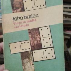 Viata in inalta societate – John Brain