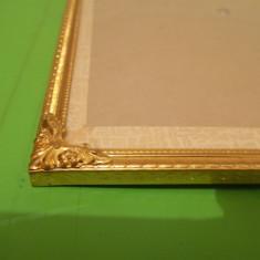 Superba RAMA din ALAMA pentru fotografii 24 x 18 cm , sticla bombata si picior