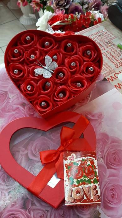 Aranjamente florale cu trandafiri de sapun preturi incepand de la 70 lei