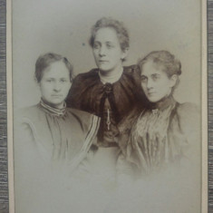 Trei doamne// CDV Fotografia Universala, Romania 1894