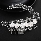 Accesoriu de par cu flori albe si perle