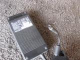 alimentator HP  HSTNN-LA12 19.5 volti 11.8 Ah  , mufa pin central , functional