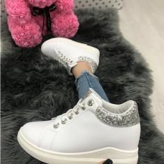 Adidasi dama albi cu argintiu cu platforma marime    38, 40, 41+CADOU