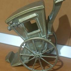 Trasura veche din bronz