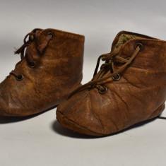 Papucei Papuci vechi din piele pentru papusa veche. cca - 1900