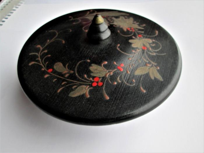 Cutiuta veche din lemn, pentru bijuterii: Posibil interbelica