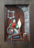 Tablou în altorelief, sculptat în lemn masiv – ţărăncuţă torcând