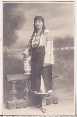 bnk foto Femeie in costum popular  - Foto E Popp Ploesti 1927 foto