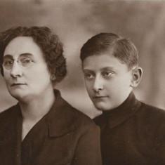 Fotografie portret doamna pince nez poza veche romaneasca interbelica