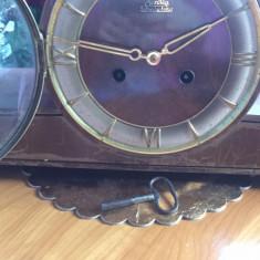 Ceas vechi de semineu cu batai pe bare
